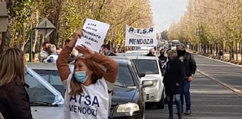 Caravana y manifestación en Casa de Gobierno